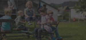 Spielende Kinder auf Monikas Ferienhof