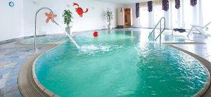 Schwimmbad im Innenbereich Monikas Ferienhof