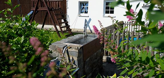 Trinkwasserstelle im Außenbereich Monikas Ferienhof Wellness